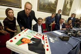 Gli auguri a Berlusconi da Napoli