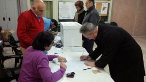 Paolo Trapani vota alle primarie del PD a Piano