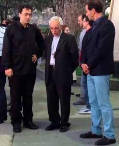 Parroco con Vescovo e Sindaco