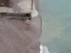 Scarico alla spiaggia Alimuri (Foto D. Ambruoso)